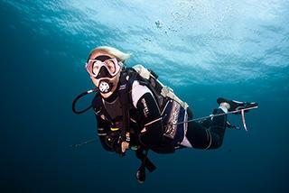 Scuba Divers Underwater Gili Mimpang Bali Indonesia Blonde Woman Safety Stop 320px